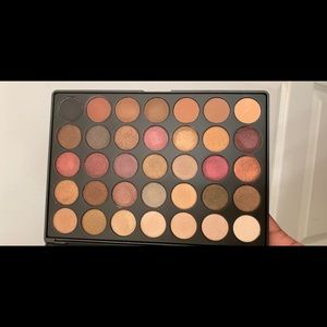 Eye shadow pallet from morphe brushes